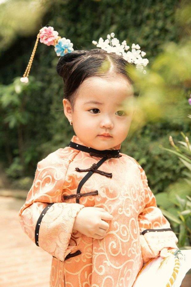 Mới đây, một nhóc tỳ Việt đã khiến dân mạng bấn loạn khi hóa thân thành cung nữ Anh Lạc.