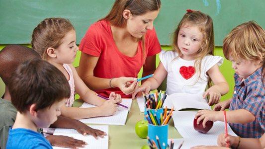 Mách cha mẹ cách chọn chương trình học tiếng Anh phù hợp cho trẻ lớp 1