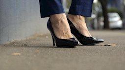 Người đàn ông duy nhất trên đời đi làm hằng ngày trên đôi giày cao... 15 phân