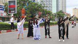 Nghệ An: lễ hội hóa trang ma quái gây náo loạn đường phố