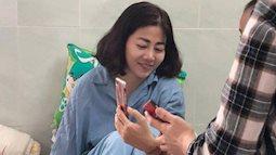 Mai Phương đã đang ốm mệt mà còn phải cầm phong bì để chụp hình 'làm chứng'