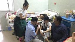 Khoảnh khắc ấm lòng của tình nghệ sĩ bên giường bệnh diễn viên Mai Phương