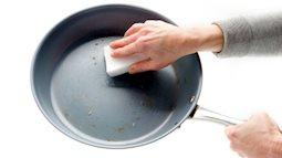Bạn có biết vì sao không nên rửa chảo chống dính khi vừa sử dụng xong