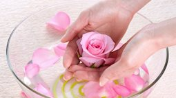 Bật mí 5 cách trị mụn đầu đen bằng nước hoa hồng cực kỳ đơn giản