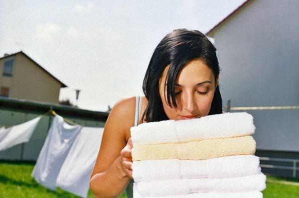 Nhiều nhà cứ tiện tay dùng nước xả vải kiểu này, không sớm thì muộn cũng đổ bệnh