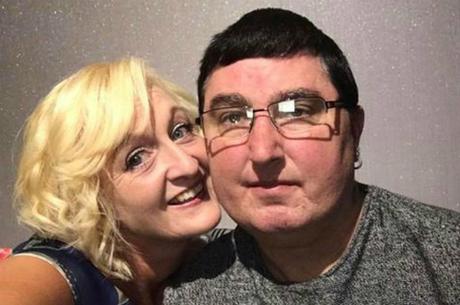 Vợ chồng Mark và Wendy - Ảnh: Hull Live.