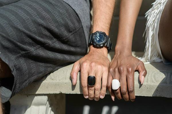 Những người đeochung thiết bị này sẽ nhận thấy nhẫn của họrung lên báo động người thân, bạn bèđang gặp nguy hiểm. Ảnh: DN