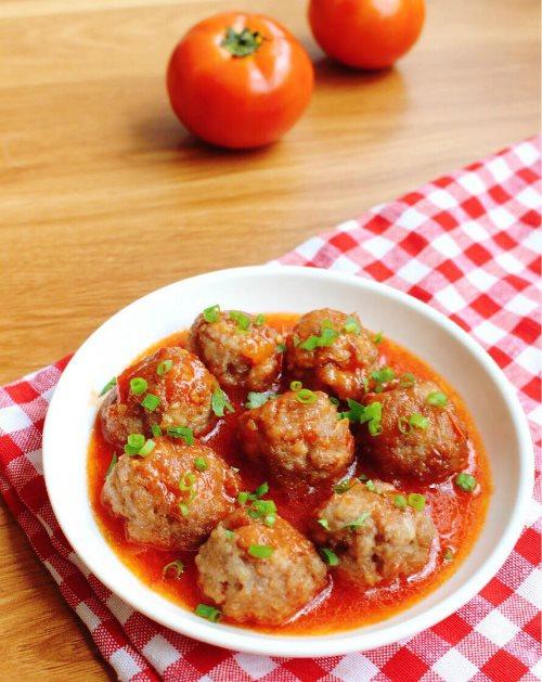 Mẹ khéo tay làm món thịt viên sốt cà chua cho bé - Làm cha mẹ