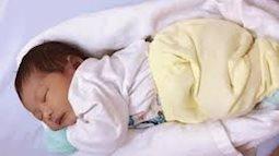 Y tá Việt ru bé ngủ trong tích tắc gây xôn xao báo nước ngoài