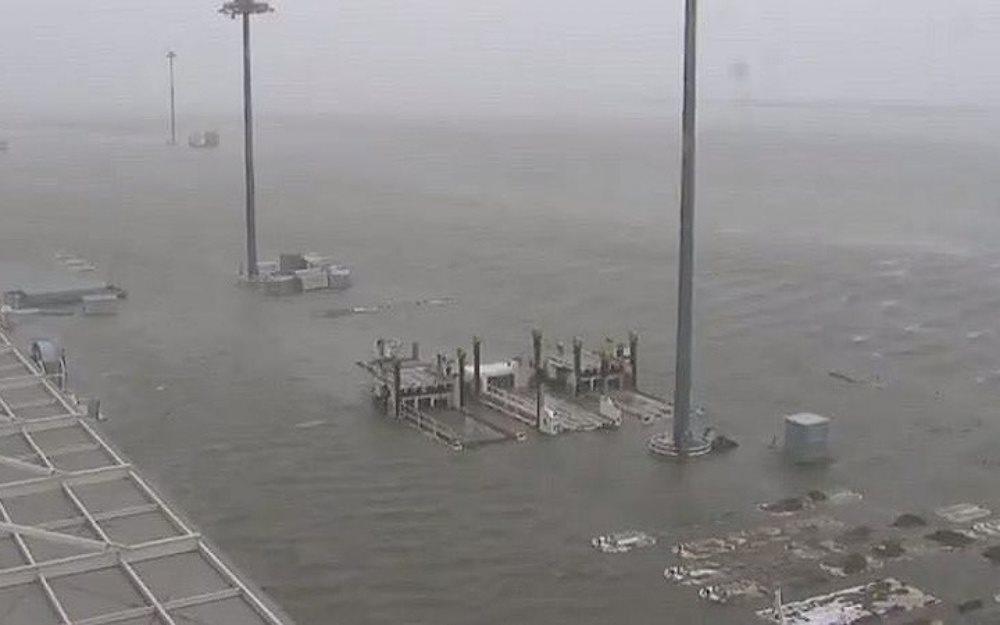 Sân bay quốc tế ở Nhật Bản biến mất sau siêu bão Jebi