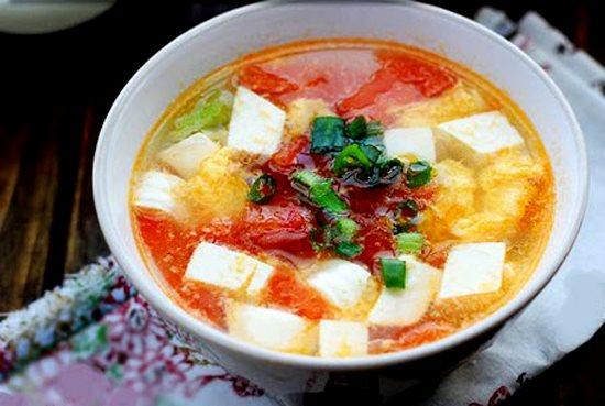 Chỉ cần bí đỏ, đậu phụ và trứng, bạn đã có món canh ngon cho cả nhà khi chiều về se lạnh