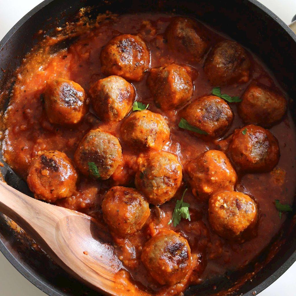 Nồi cơm sạch bách vì món thịt viên xốt cà chua