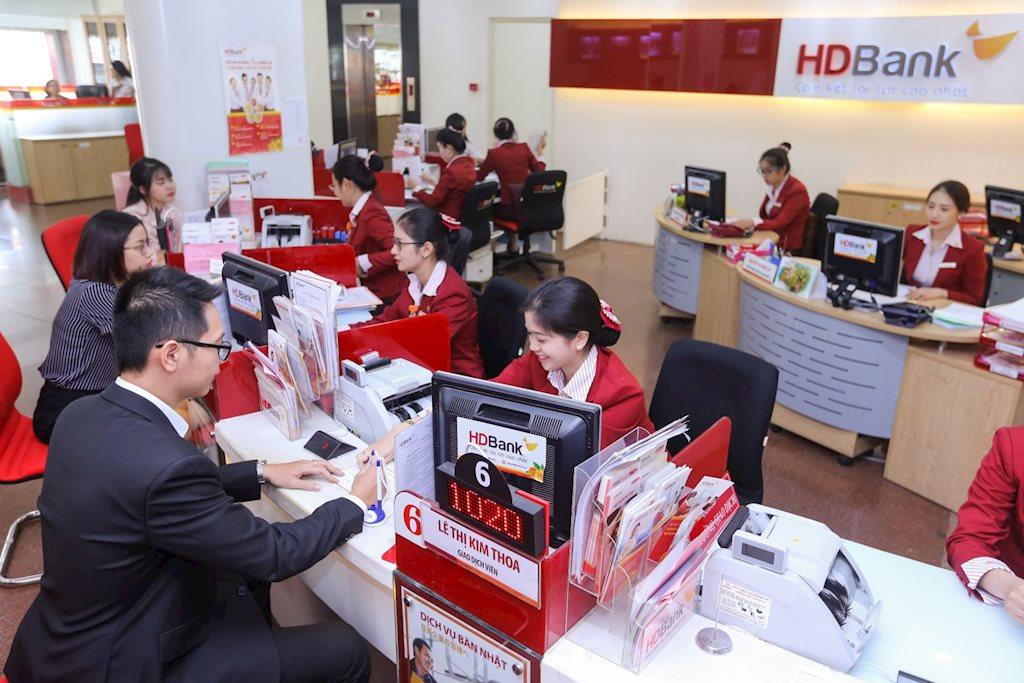 Lãi suất ngân hàng HDBank tăng cao, người dân rủ nhau gửi tiền