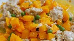 Thịt gà băm xào bí đỏ mềm ngọt, bổ dưỡng, người già lẫn trẻ nhỏ đều thích ăn