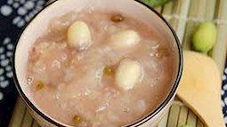 Để trẻ tiêu hóa tốt, mẹ hãy nấu cháo hạt sen hồng xiêm