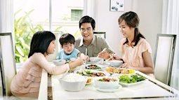 5 phép lịch sự trong mỗi bữa ăn bố mẹ cần dạy con khi còn nhỏ