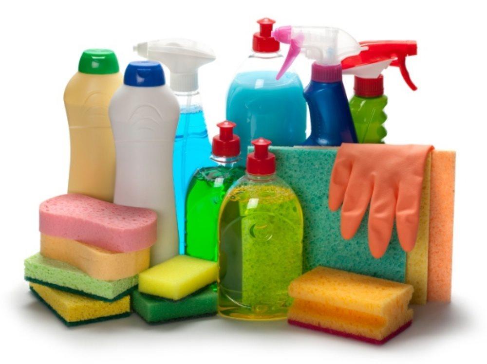 Nguy cơ trẻ bị bỏng mắt vì hóa chất tẩy rửa, cha mẹ cần lưu ý