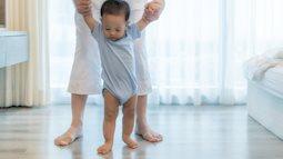 Nếu quan sát thấy chân con có những dấu hiệu sau, mẹ nên đưa con đi can thiệp sớm