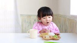 """Hiểu sai về """"để mặc con đói sẽ tự đòi ăn"""" và những hậu quả khôn lường"""