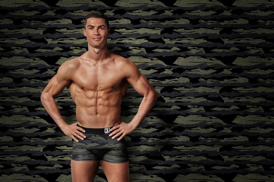 Bộ ảnh chứng tỏ Ronaldo xứng đáng là nam thần sân cỏ mọi thời đại