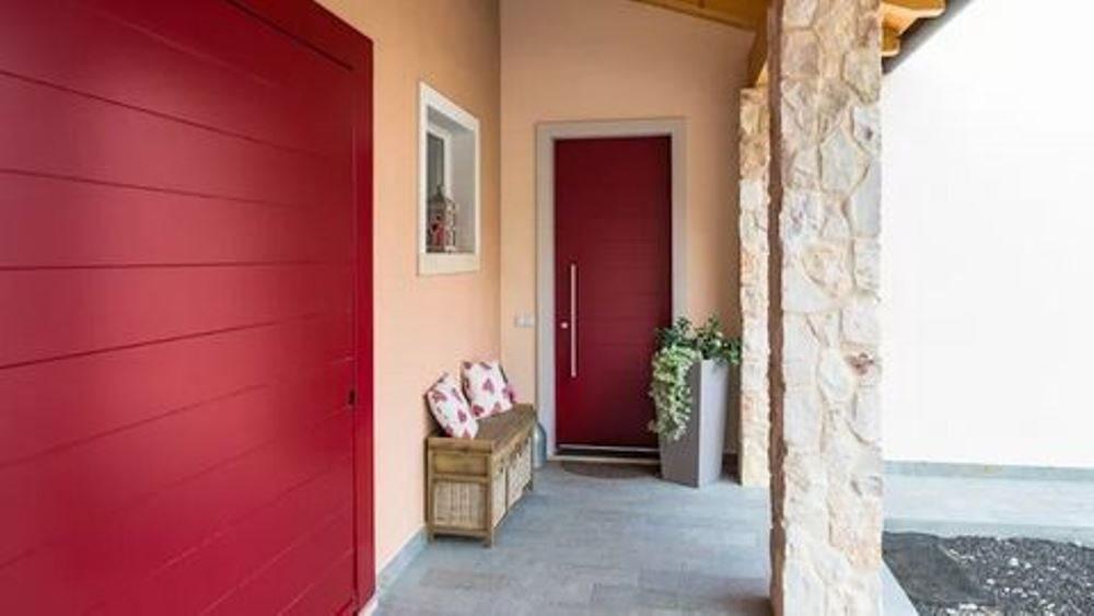 Chọn màu cửa cho căn nhà bạn thêm phần quyến rũ
