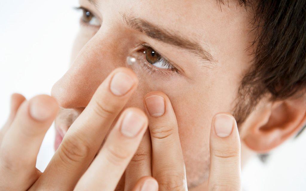 Đeo kính áp tròng không chú ý những điều này, coi chừng mù mắt