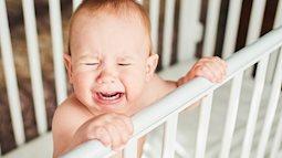Bỏ mặc con khóc quằn quại: Đừng để ân hận cả đời!