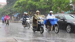 Miền Bắc hôm nay bắt đầu mưa rét, các gia đình đi đường đề phòng giông lốc