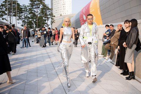 Choáng với bộ đồ người ngoài hành tinh của Phí Phương Anh khi dự Seoul Fashion Week