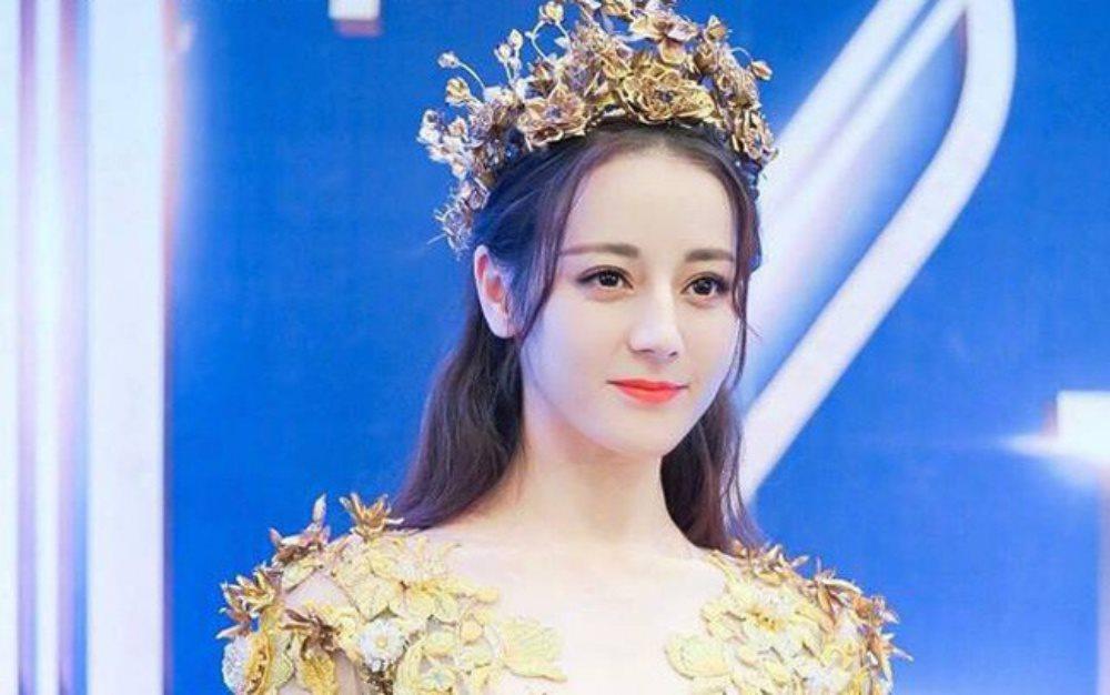 Hoá thân thành nữ thần Kim Ưng, Địch Lệ Nhiệt Ba rực rỡ hơn bao giờ hết