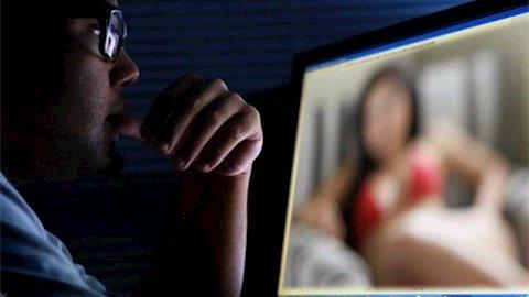 """Nỗi lòng những bà vợ có chồng nghiện """"chat sex"""""""