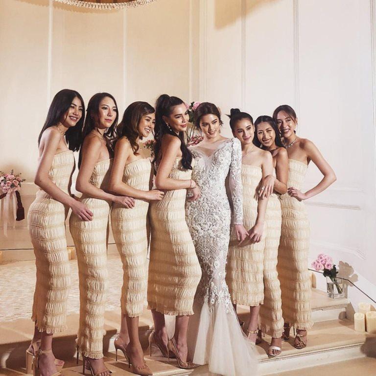 Nhóm dâu phụ thậm chí còn xinh đẹp hơn cô dâu khiến dân mạng cứ khen tấm tắc