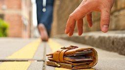 Những vật dụng rơi ngoài đường nếu nhặt về sẽ rước họa vào thân