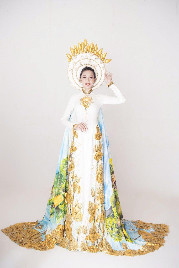 """Ngắm áo dài """"Nước non ngàn dặm"""" của Thùy Tiên trong đêm chung kết Hoa hậu Quốc tế sắp tới"""