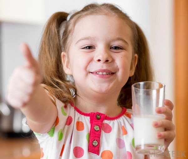 Bạn chỉ phí tiền mua sữa nếu uống sai thời điểm