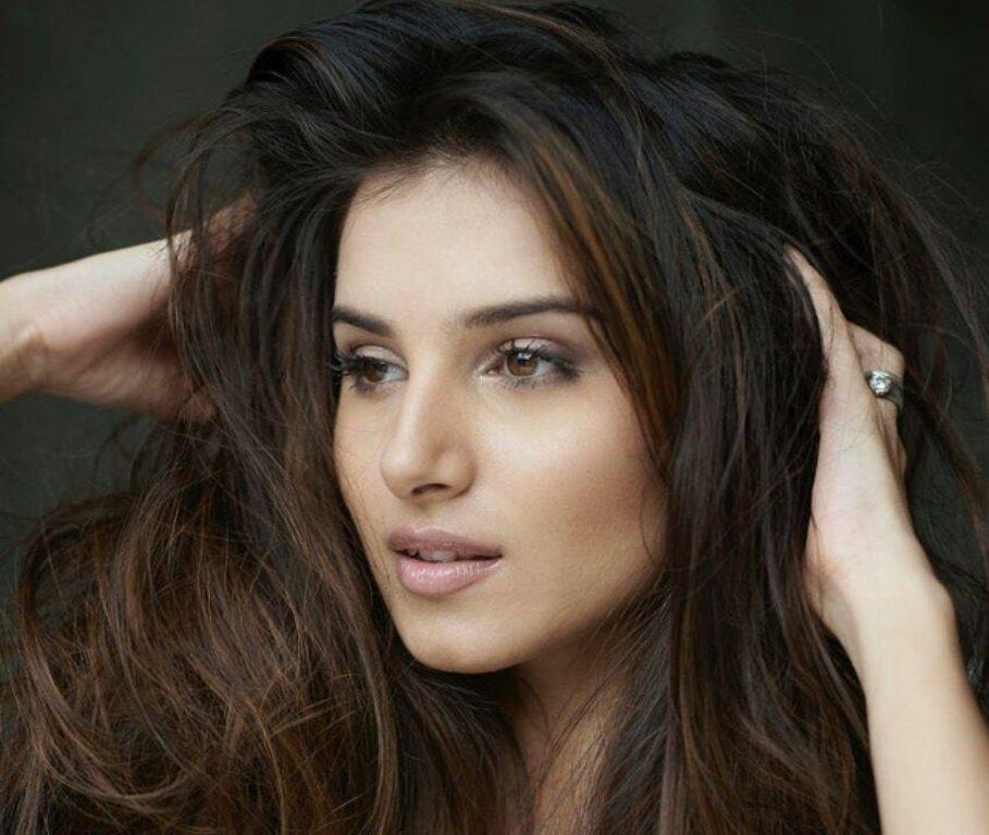 Hot girl 9X đẹp như hoa hậu của Ấn Độ khiến ai cũng trầm trồ