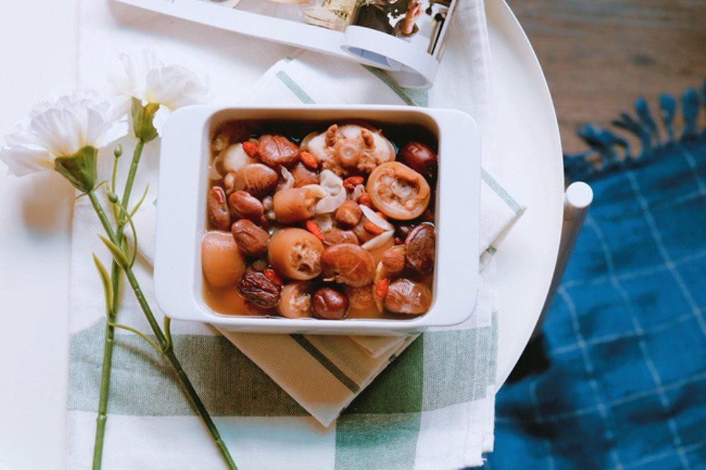 Món ăn bài thuốc cực kỳ ngon miệng: đậu đỏ nấu với đuôi heo