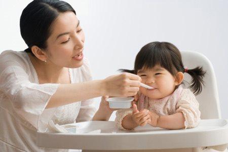Giúp mẹ sắp xếp bữa ăn khoa học để con tăng cân đều đặn