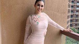 Hoa hậu Tiểu Vy chọn váy ôm sát bước vào vòng thi đầu tiên của Miss World 2018