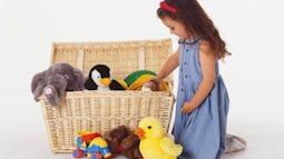 Cha mẹ chỉ nên mua cho trẻ 5 món đồ chơi, 5 bộ quần áo các loại là đủ