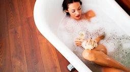 """Khoa học chứng minh: Tắm nước nóng vừa giúp não thư giãn, vừa giúp cơ thể """"tập thế dục"""""""