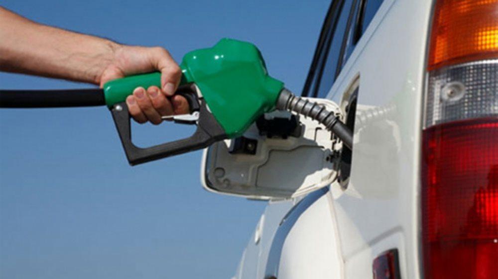 Đổ xăng đầy bình hay nửa bình thì sẽ giúp bảo vệ động cơ xe ô tô, câu hỏi đã có lời giải