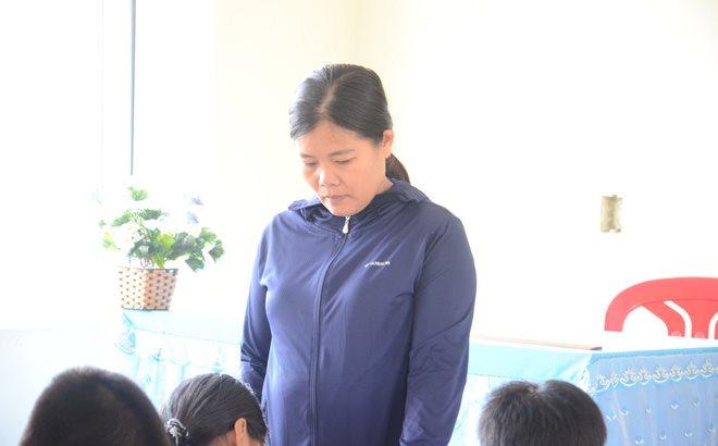 Đã có quyết định tạm chỉ công tác cô giáo tát học sinh tại Quảng Bình
