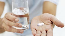 Tự ý uống can xi khi bị loãng xương sẽ gây nguy hiểm