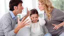 Trẻ lớn lên tự ti chỉ vì bố mẹ thường xuyên làm việc này