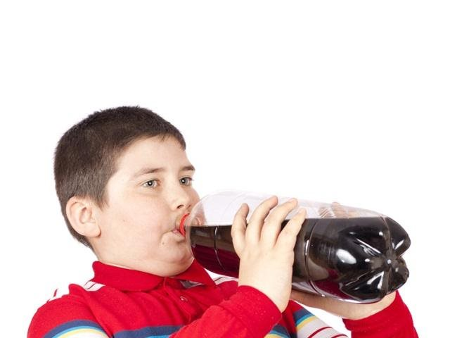 Muôn kiểu bán 'chui' nước ngọt cho học sinh bất chấp lệnh cấm