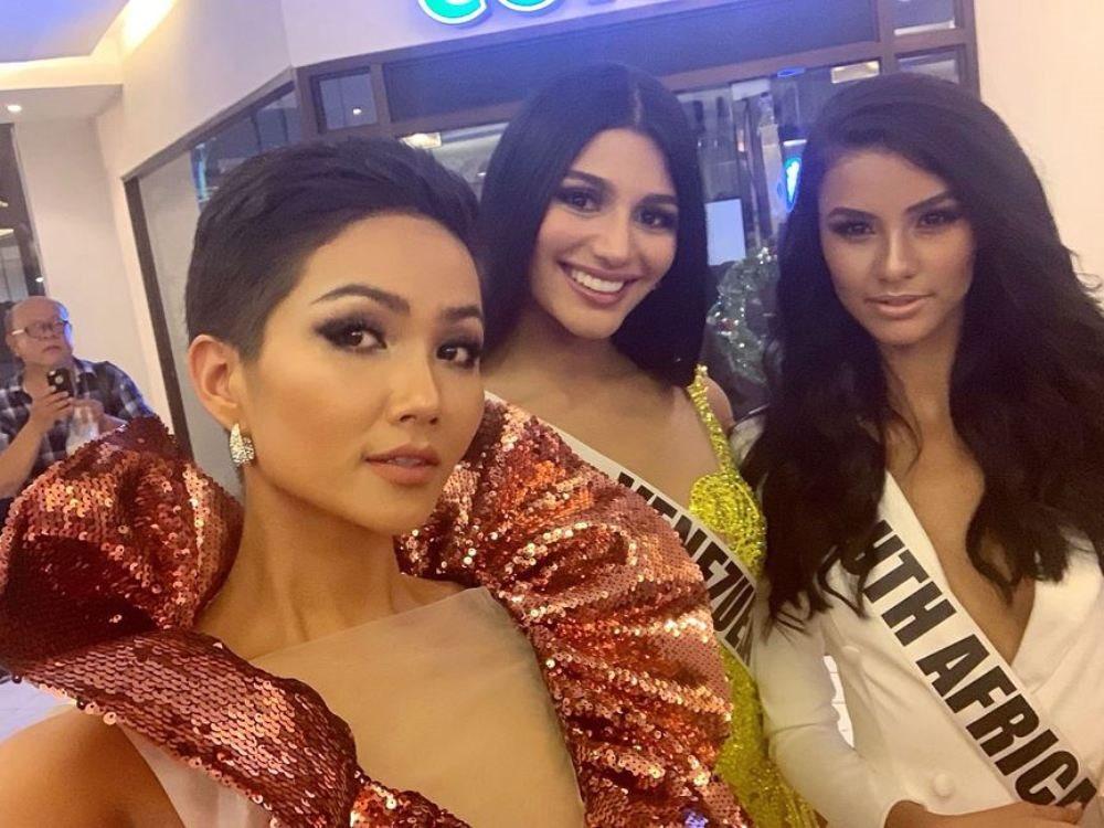 Bộ đầm màu lựu đỏ của H'Hen Niê làm bao người ngẩn ngơ tại Miss Universe 2018