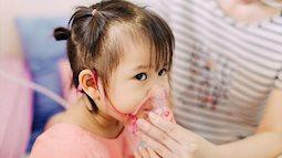 Con suýt chết vì mẹ nhầm viêm phổi với cảm cúm