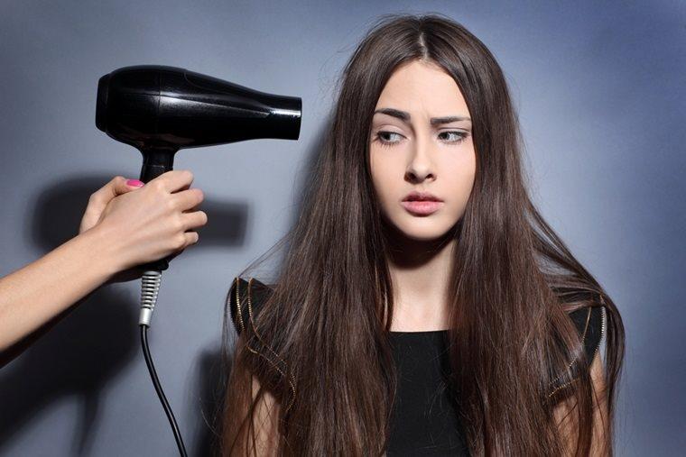 Tật nguyền suốt đời chỉ vì chiếc máy sấy tóc
