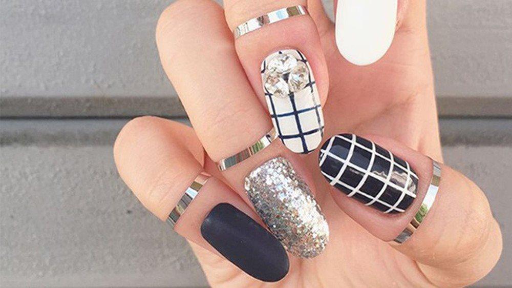 Đừng bỏ qua những mẫu nail siêu hot cho mùa Giáng sinh